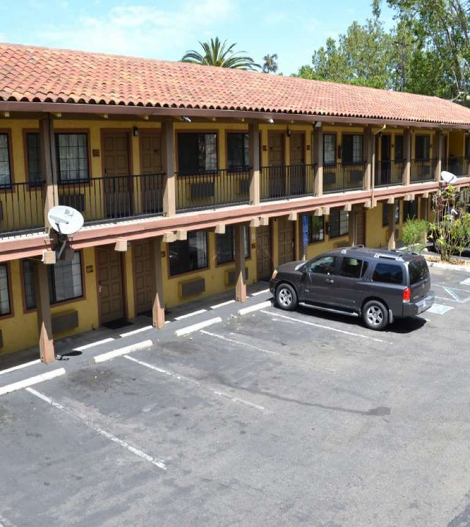 TAKE A LOOK AT THE WELL-APPOINTED ROOMS AND TOP AMENITIES AT VALLEY INN SAN JOSE