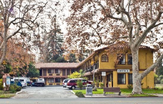 Valley Inn - Valley Inn Exterior